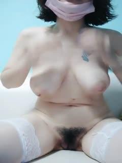 颜值不错短发大奶少妇自慰秀换上白色丝袜沙发上振动棒抽插很是诱惑喜欢不要错过